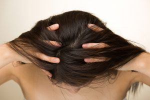 【お風呂で薄毛対策】女性の髪の悩みに効果的な頭皮マッサージ6選